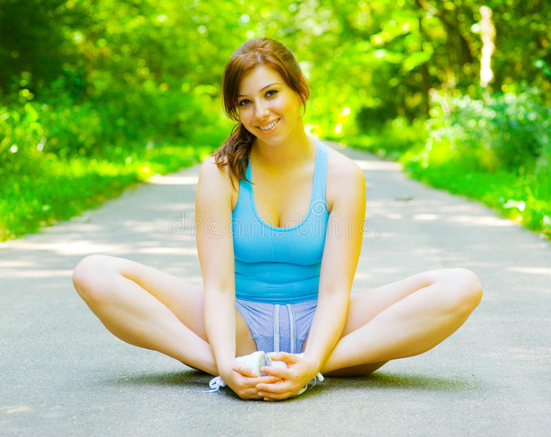 室外妇女锻炼年轻人 库存照片