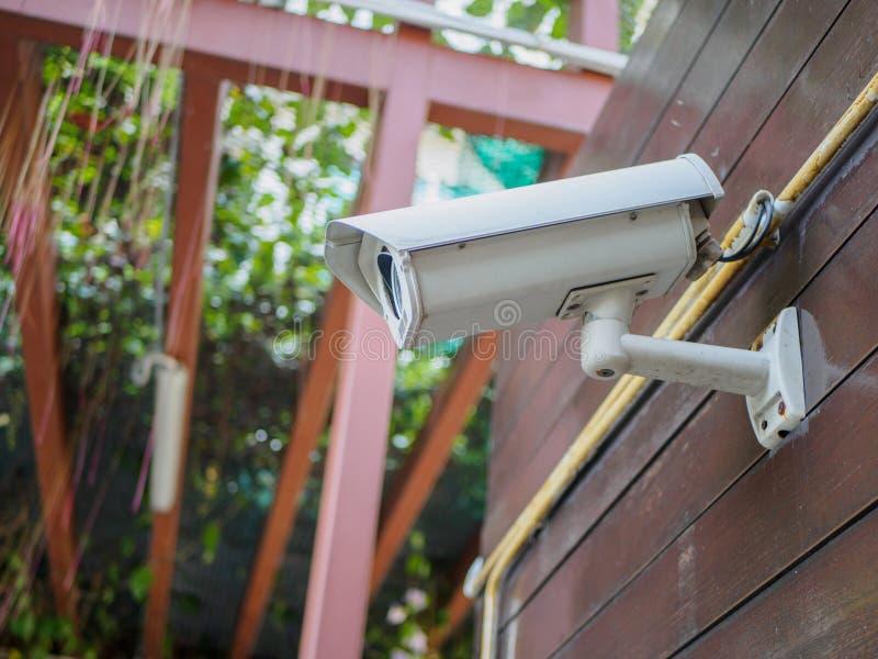 室外安全监控相机或CCTV 免版税库存照片