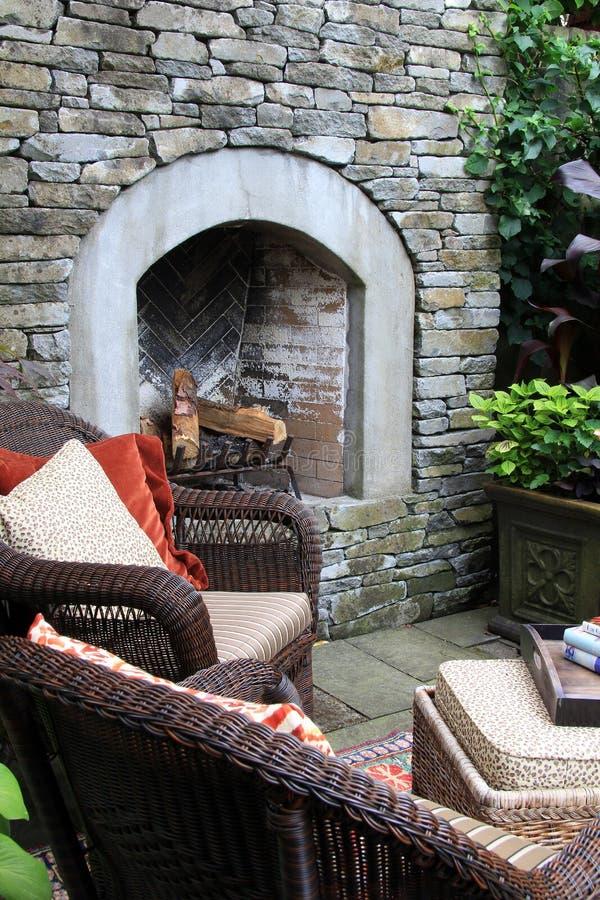 室外庭院壁炉 免版税库存图片