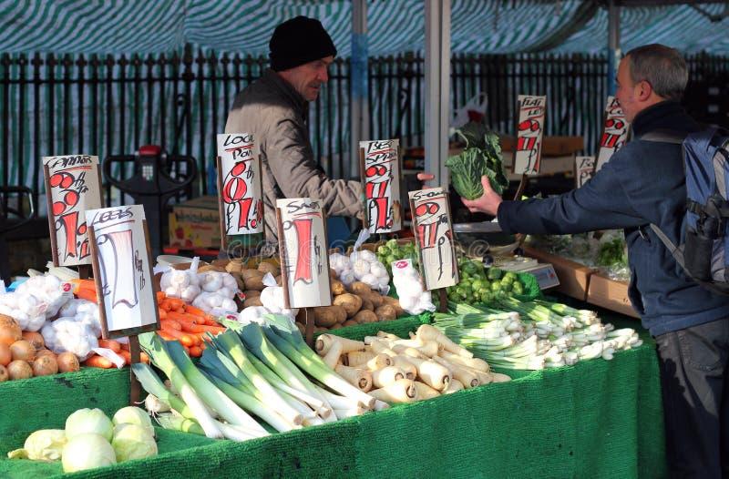 室外水果和蔬菜市场。 库存照片