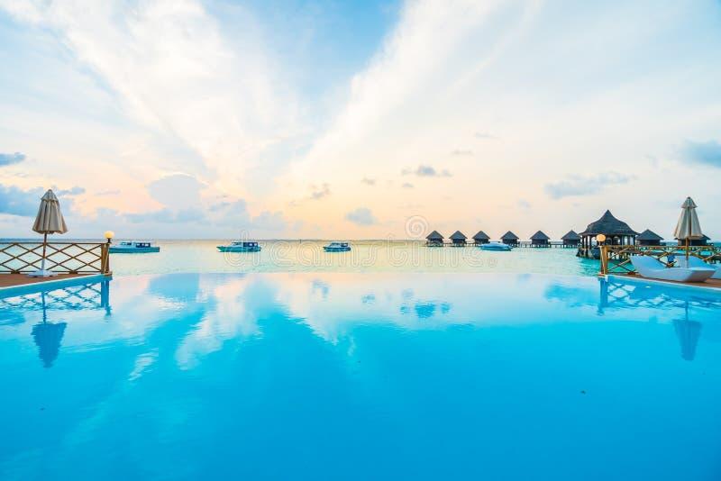 Download 室外池游泳 库存图片. 图片 包括有 豪华, 海岛, 假期, 旅馆, 游泳, 掌上型计算机, 手段, 热带 - 72364901
