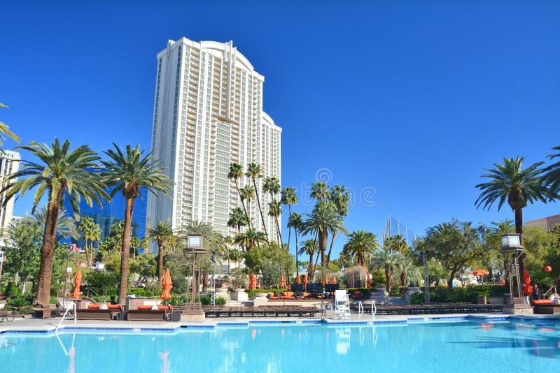 室外游泳场在米高梅大酒店旅馆在拉斯维加斯 免版税库存照片