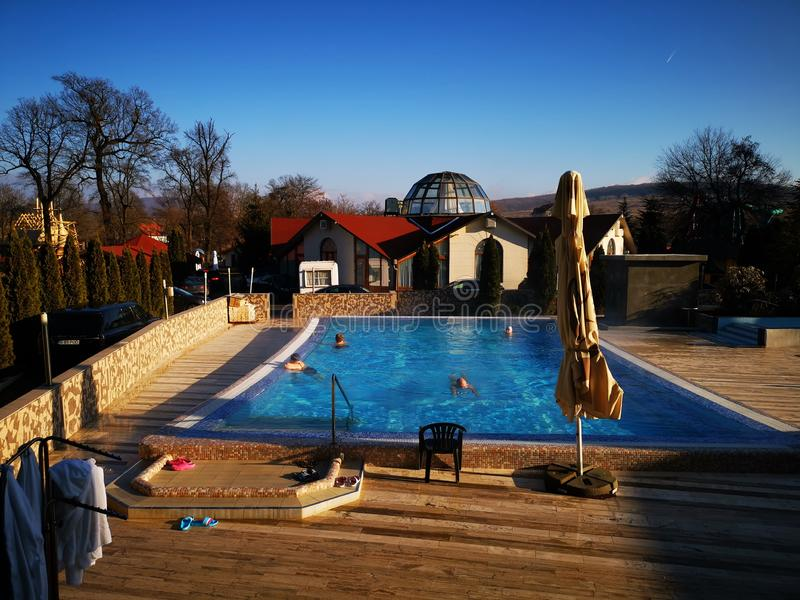 室外热的热量的游泳场 库存图片