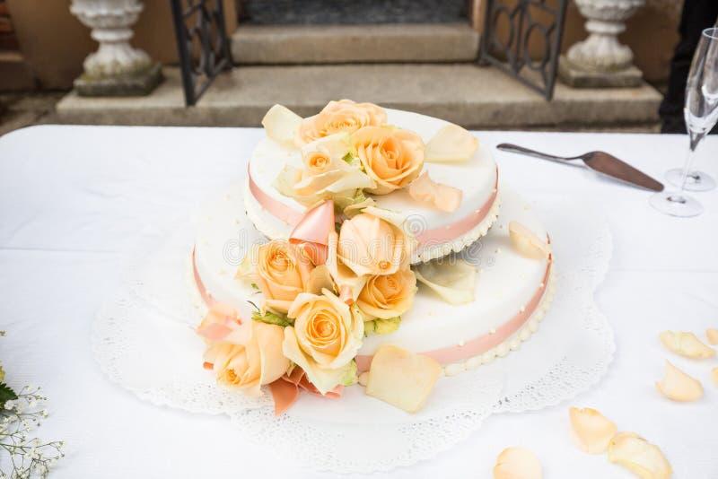 室外甜的婚宴喜饼 免版税库存图片