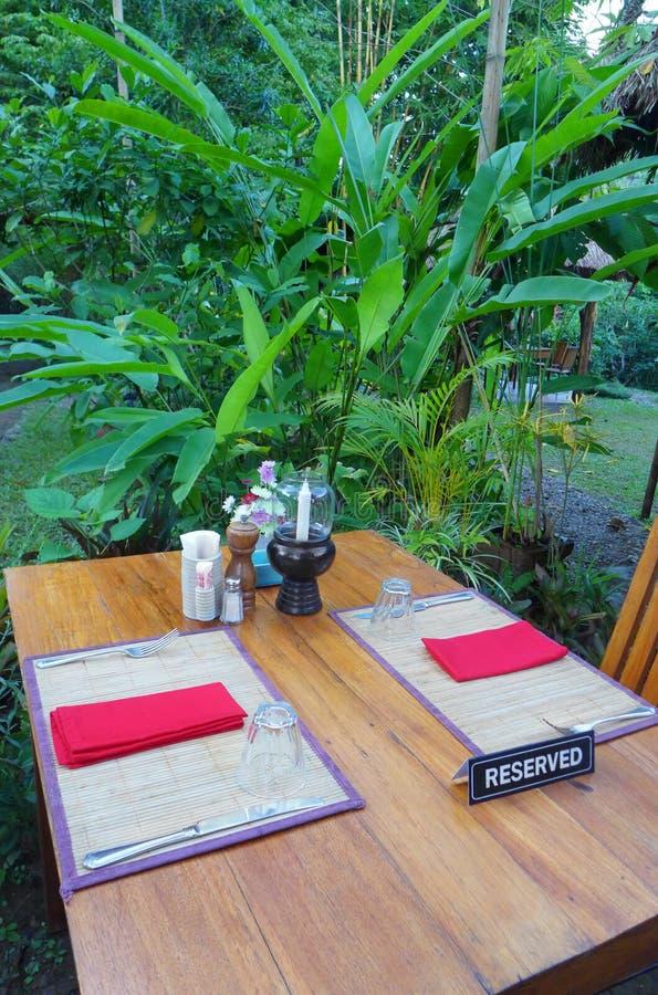 室外用餐,热带手段 库存照片