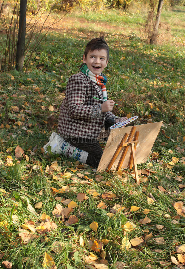室外男孩的图画 免版税库存图片