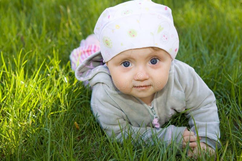 室外的婴孩 库存照片