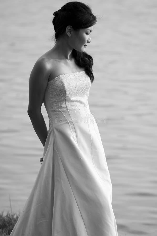 室外的新娘 免版税库存照片