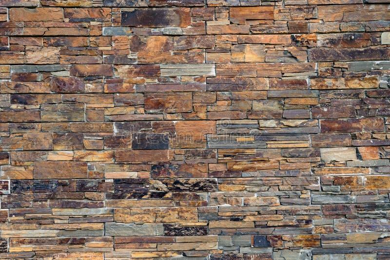 室外自然现代石墙房子的装饰 图库摄影