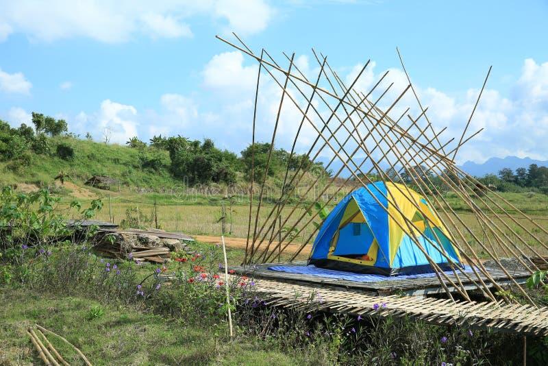室外野营的帐篷 免版税库存照片