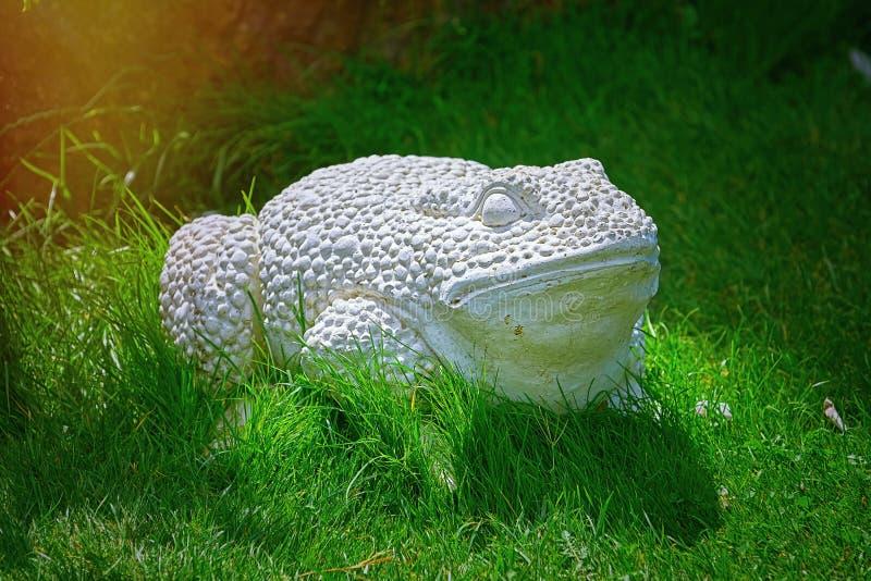 室外青蛙雕象 免版税库存图片