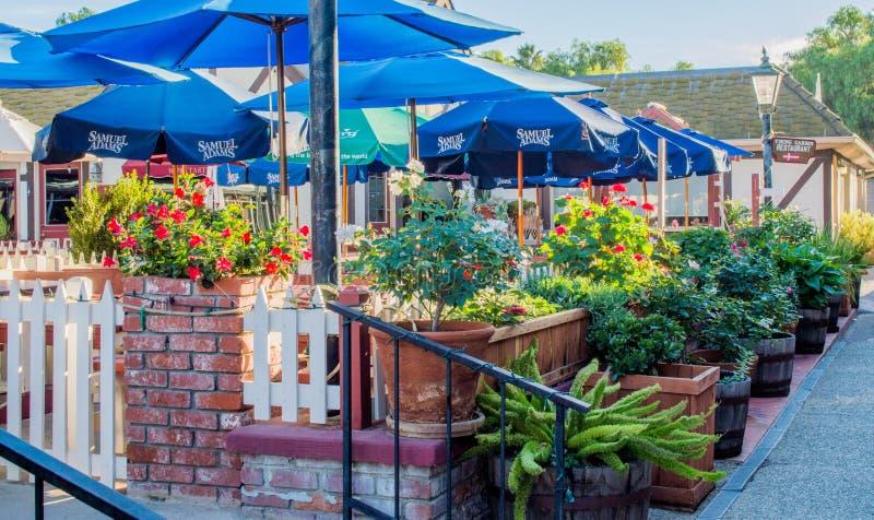 室外餐馆在Solvang,加利福尼亚 免版税库存照片