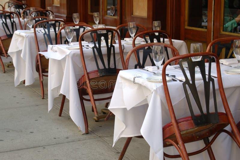 室外餐馆开会 免版税库存照片