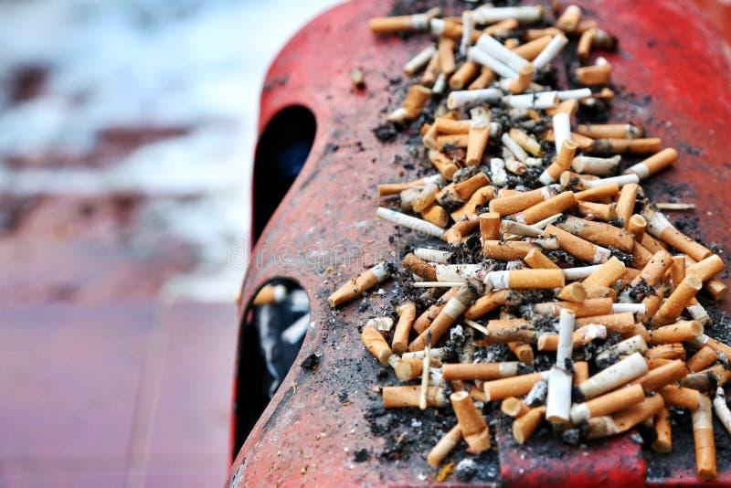 室外香烟烟灰缸 库存图片