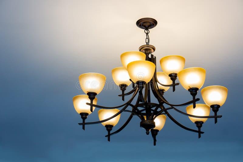 室灯,经典装饰灯在屋子里创造光 库存照片