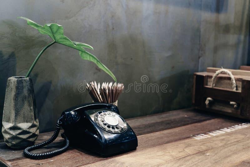 室装饰的葡萄酒电话在葡萄酒样式 免版税库存图片