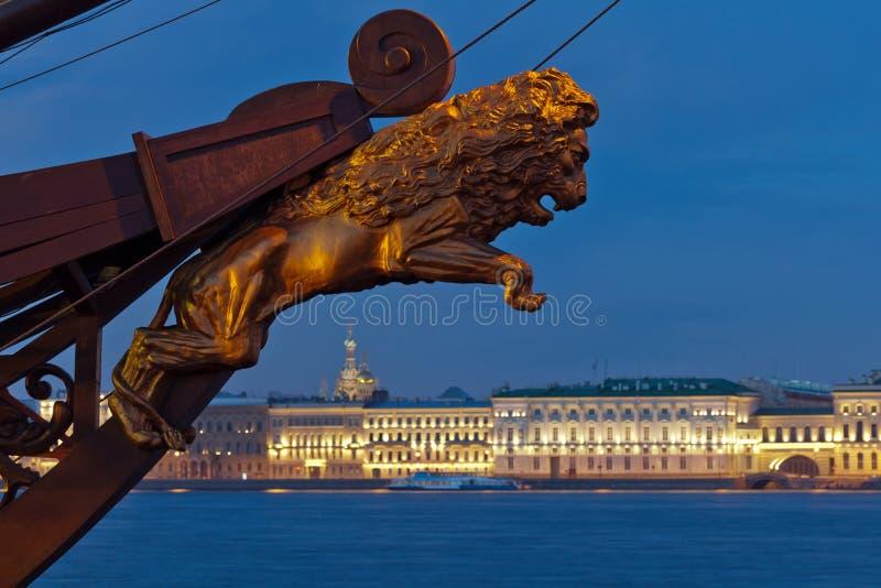 宫殿堤防的视图。 圣彼德堡。 俄国 免版税库存照片