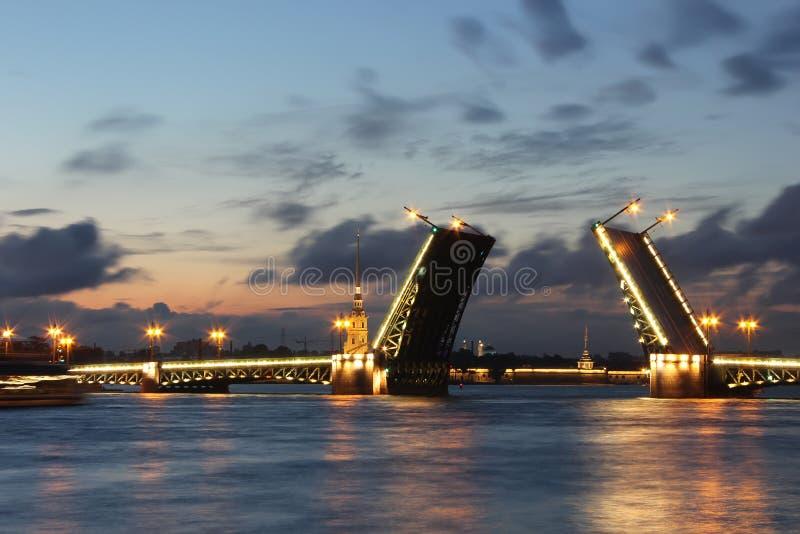 宫殿桥梁,圣彼德堡,俄国 免版税库存图片