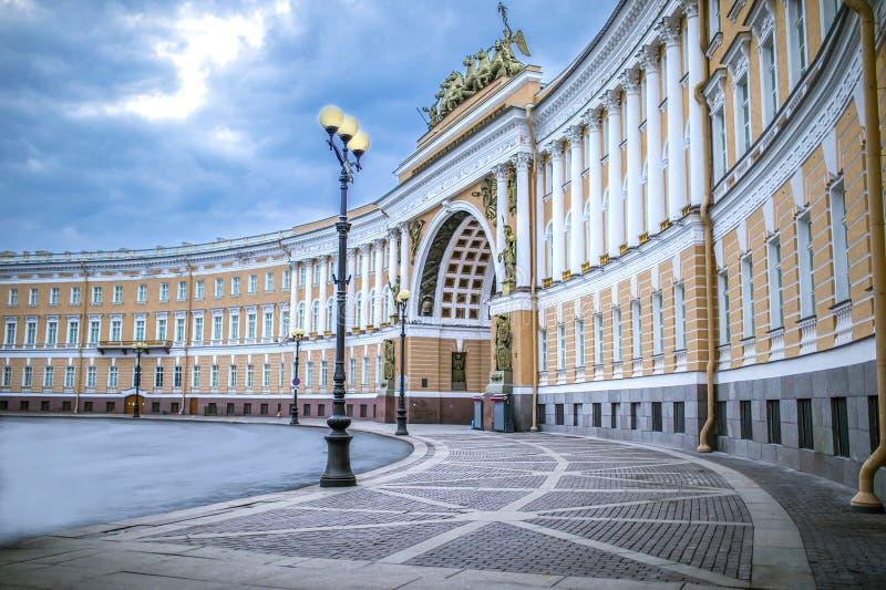 宫殿正方形在圣彼德堡 免版税库存照片