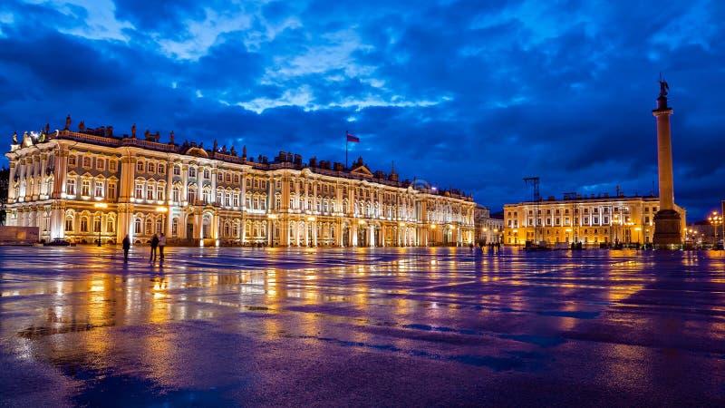 宫殿正方形的,圣彼德堡偏僻寺院 库存照片