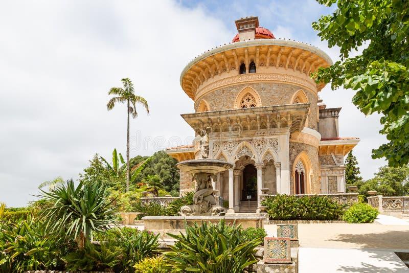 宫殿蒙特塞拉特在辛特拉,葡萄牙 与精妙的摩尔人建筑学的大厦 免版税库存照片