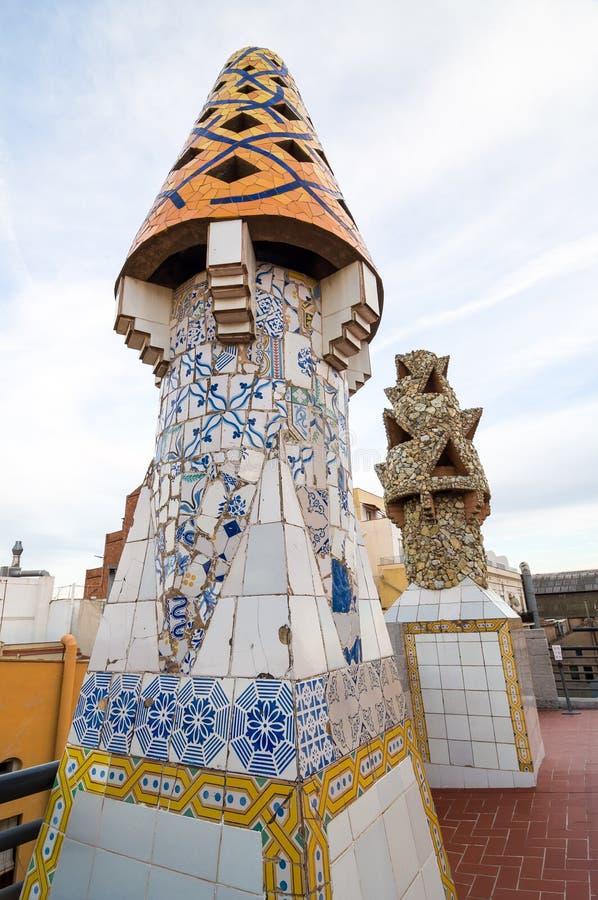 宫殿Guell屋顶的设计- Gaudi烟囱 库存图片