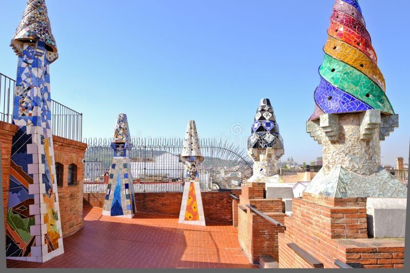宫殿Guell屋顶运作Gaudi,巴塞罗那,西班牙 免版税库存图片