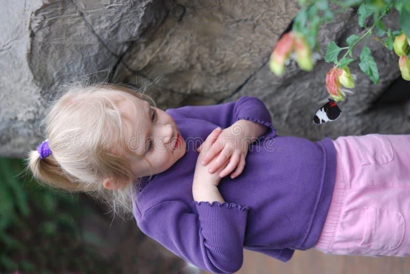 害怕蝴蝶女孩 图库摄影