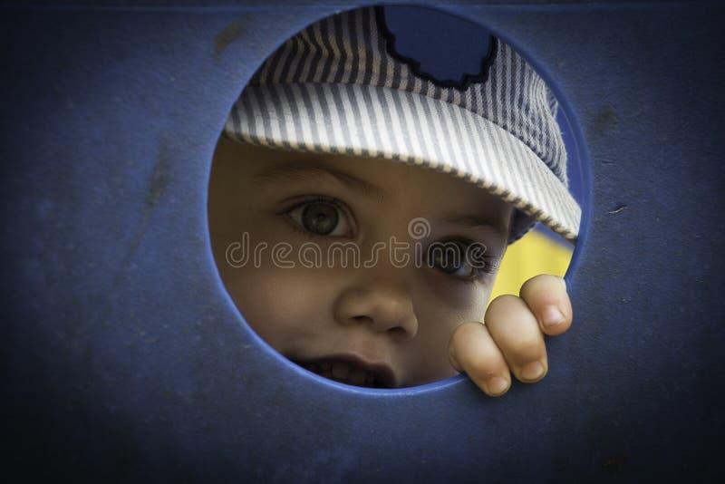 害羞的男孩 免版税库存照片