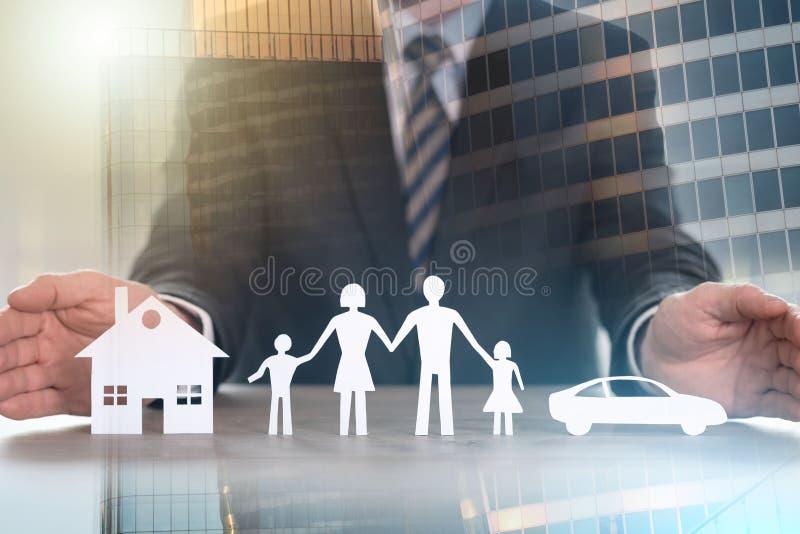 家、家庭和汽车保险的概念;多重曝光 免版税库存图片