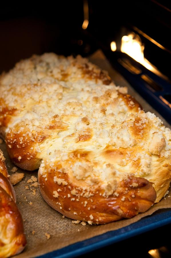 家做的被烘烤的甜面包 库存照片