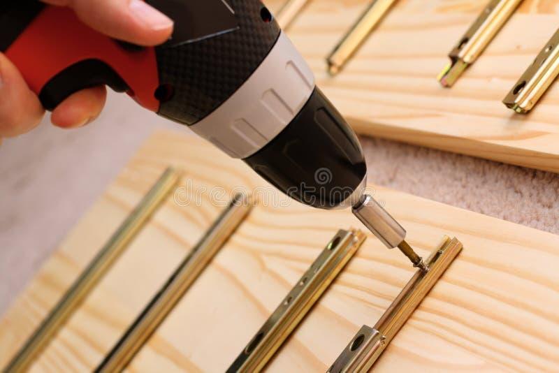 家具挂接螺丝刀 库存图片