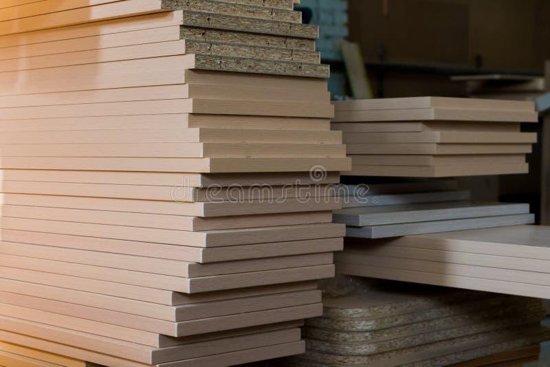 家具生产 木材加工设备、原材料和工具 图库摄影