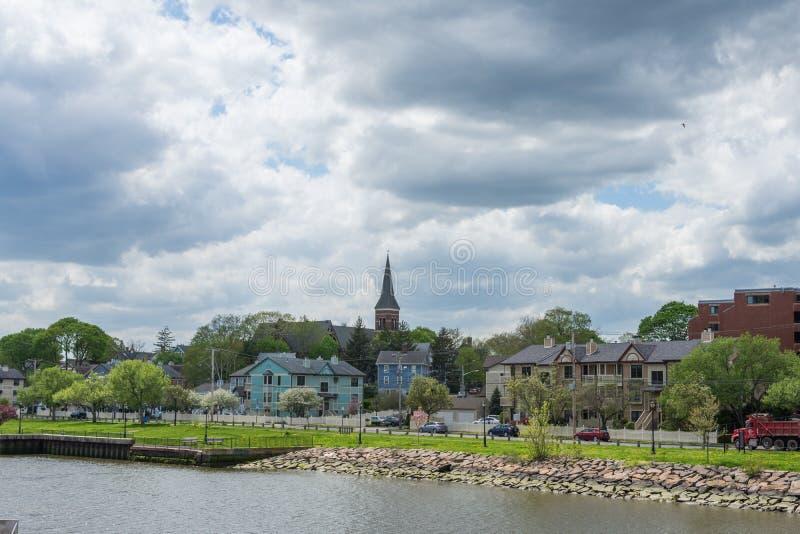家在Quinnipia c河在纽黑文康涅狄格停放 库存图片