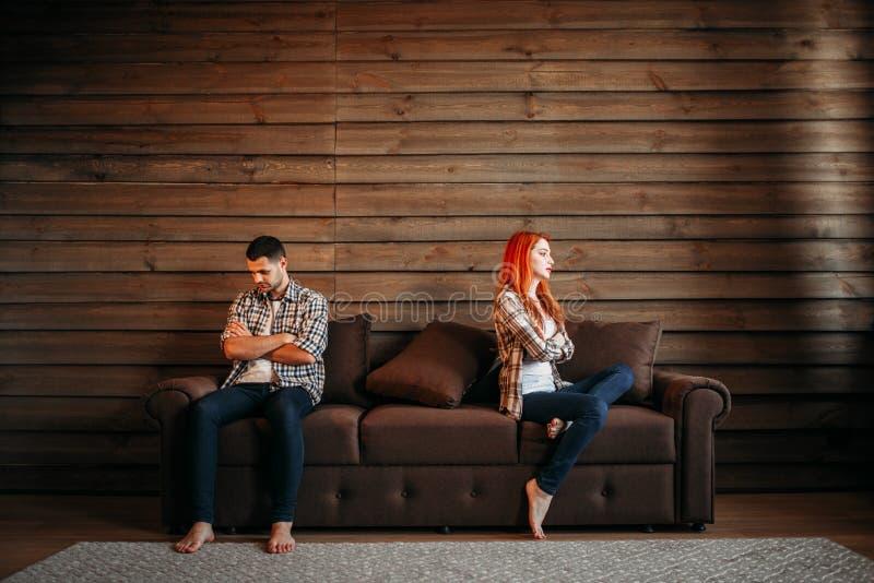 家庭争吵,夫妇不谈话,相冲突 免版税库存图片
