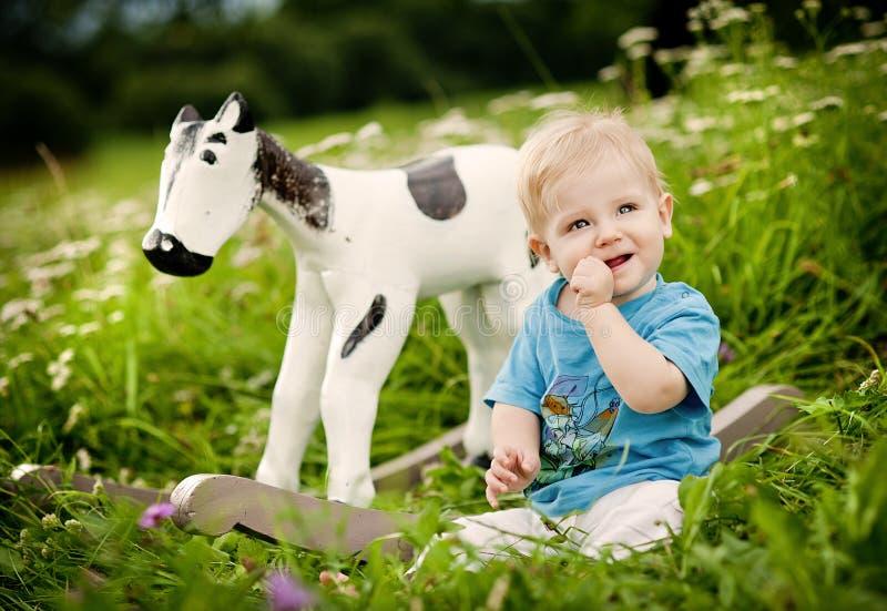 在农场的家庭 免版税库存照片