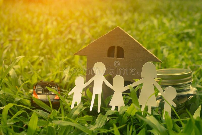 家庭保留未来孩子的金钱 免版税图库摄影