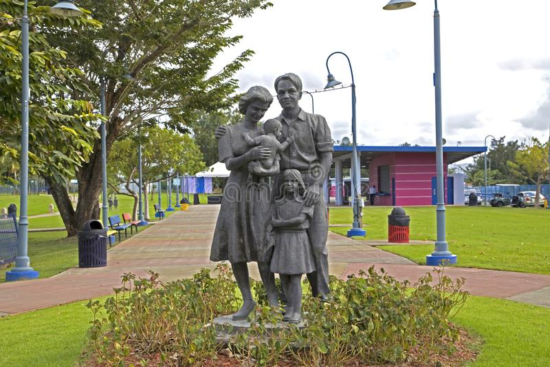 家庭儿童雕象的花园大概在巴阿蒙波多黎各 免版税库存照片