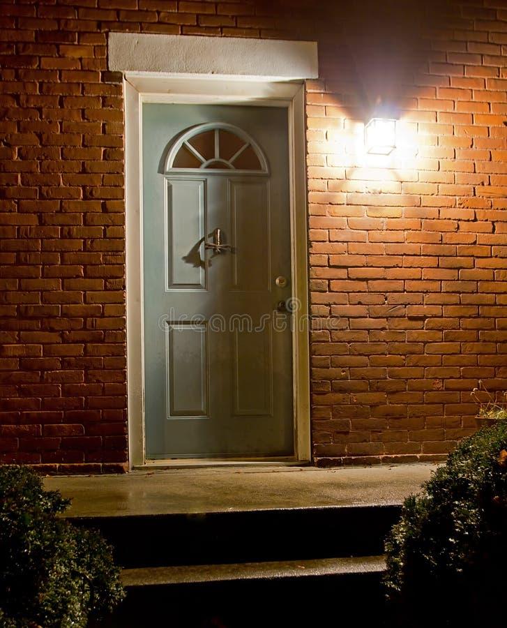 家庭入口在晚上 免版税库存照片
