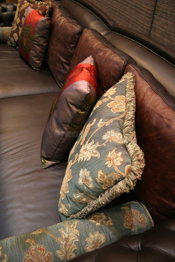 家庭内部枕头沙发 免版税库存照片