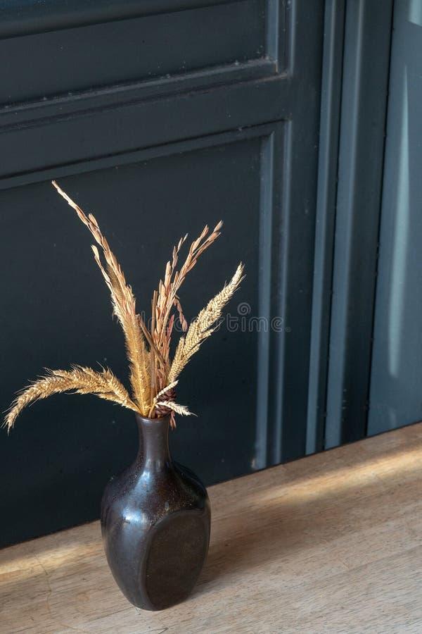 家庭内部装饰烘干了花假日背景,拷贝空间 库存图片