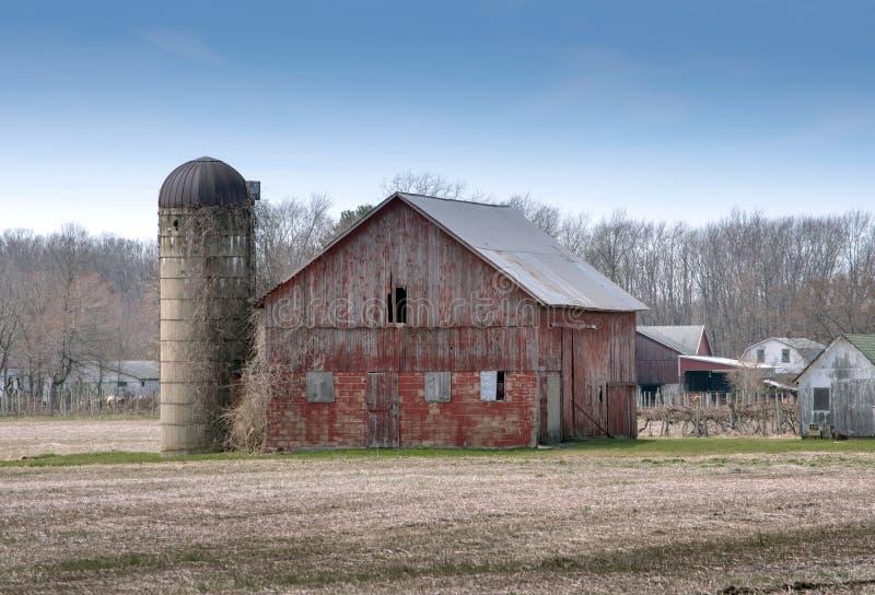家庭农场的老红色谷仓 免版税库存图片