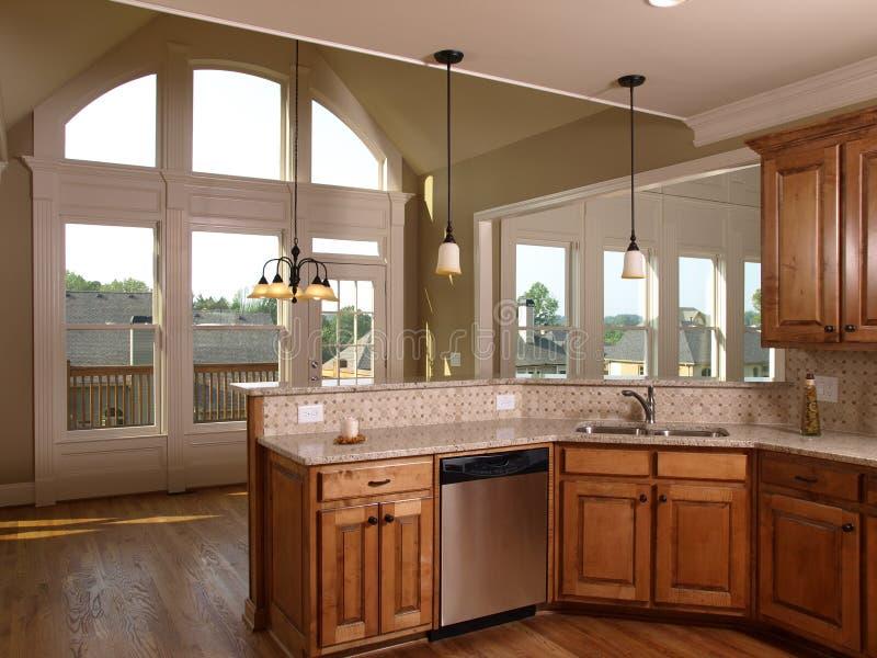 家庭厨房豪华槭树设计视窗 免版税图库摄影