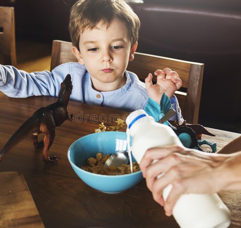 家庭吃早餐一起早晨 库存图片