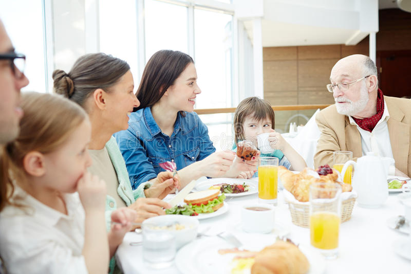 家庭吃 免版税库存图片