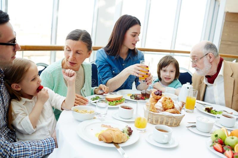 家庭吃 库存照片