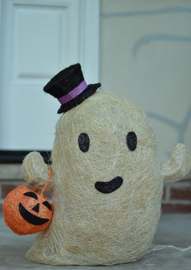 家庭和孩子的逗人喜爱的友好的白色鬼魂万圣节装饰 免版税库存照片