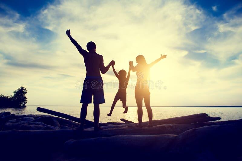 家庭在海边 库存图片