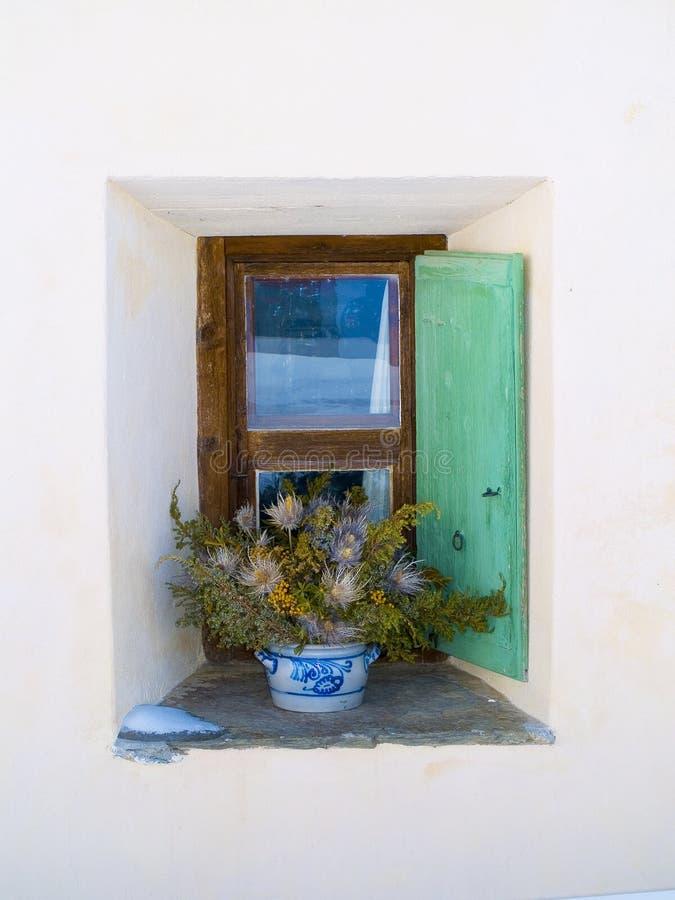 家庭山典型的视窗 免版税库存照片