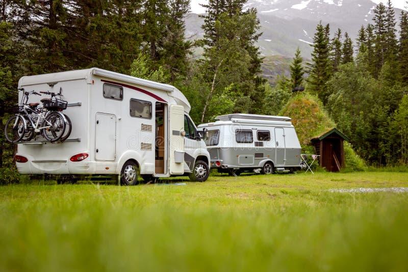 家庭度假旅行房车,度假旅行 免版税库存图片